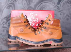 Sepatu tracking