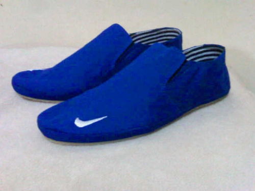 sepatu slip on
