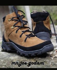 harga sepatu gunung